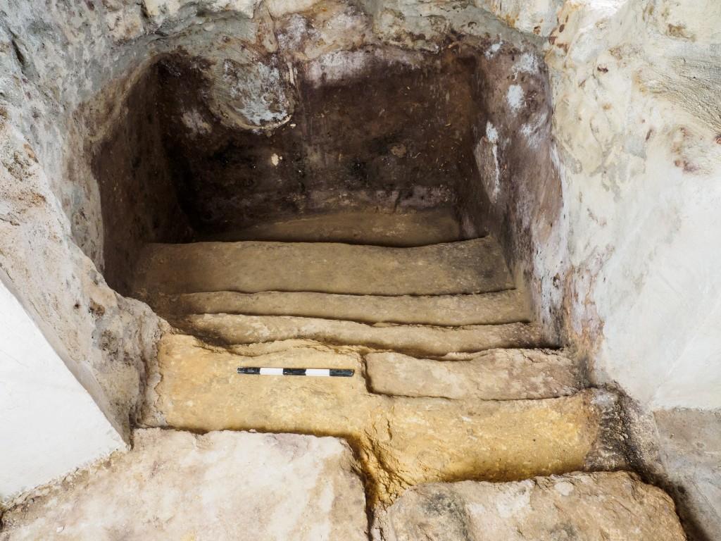 מקווה הטהרה החצוב בסלע - תחת בית המגורים בעין כרם - צילום: אסף פרץ