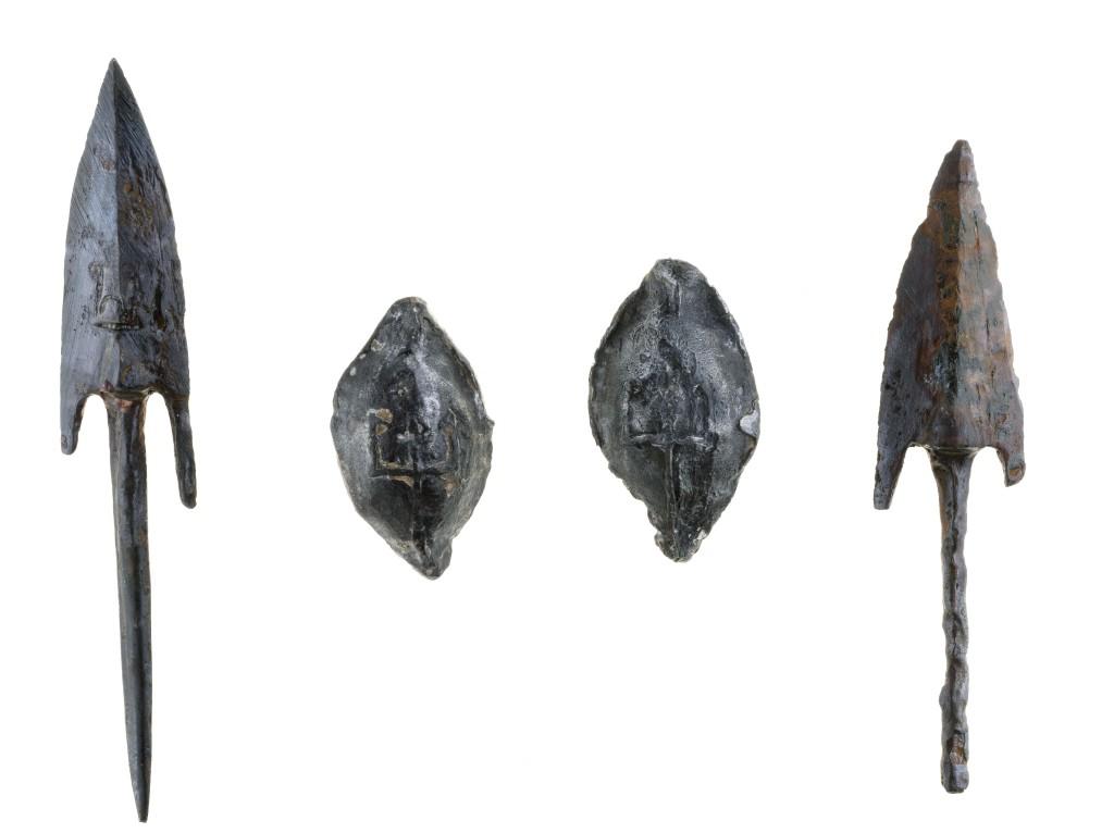 ראשי חצים שעליהם הוטבע קילשון – סמל שלטונו של אנטיוכוס אפיפנס - עדות לנסיונות לכבוש את המבצר. צילום: קלרה עמית