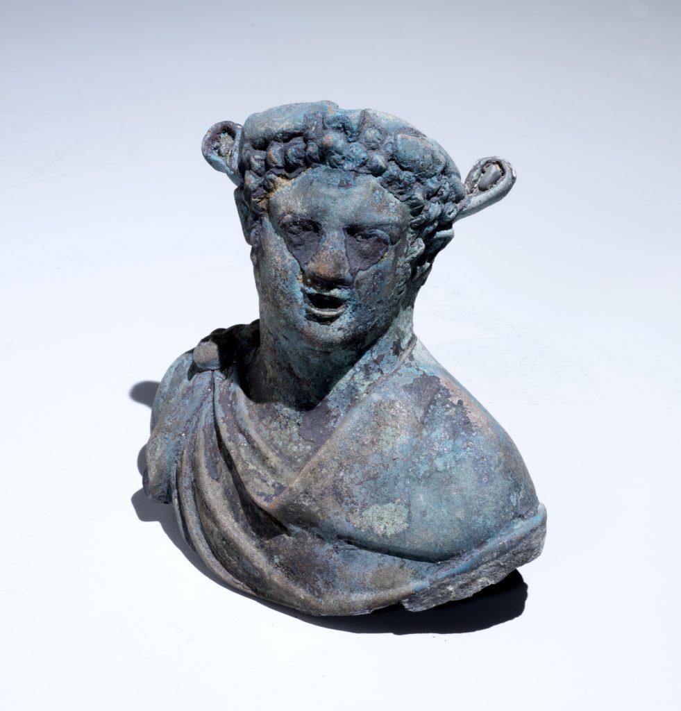 צלמית של דיוניסוס אל היין. צילום: באדיבות רשות העתיקות