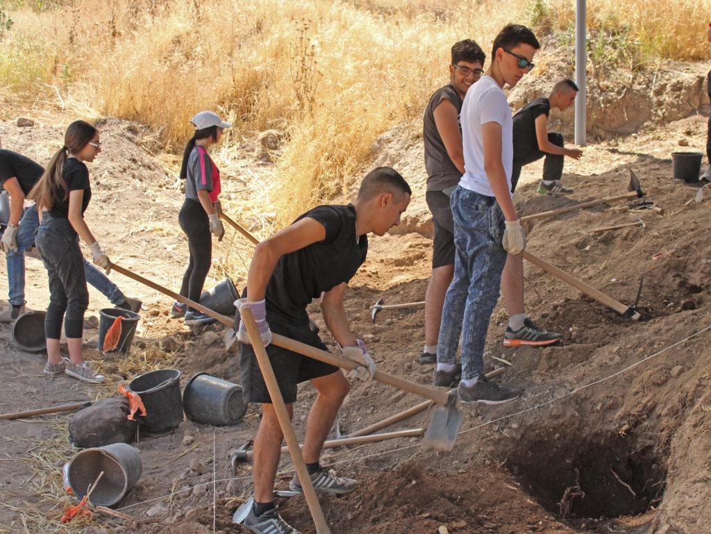 350 תלמידי שכבה י' משתתפים בשבוע חפירות מרוכז עם רשות העתיקות בגליל. צילום: מיקי פלג, רשות העתיקות