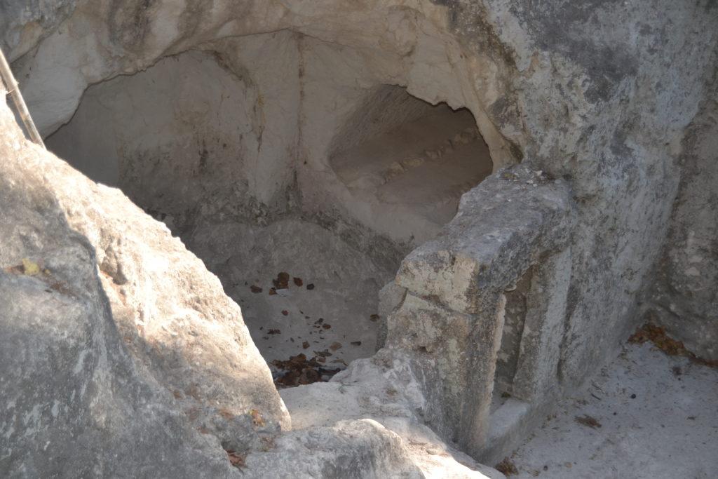 אולם הקבורה במערת יצחק זעירא בן שמעון - צילום: אפי אליאן