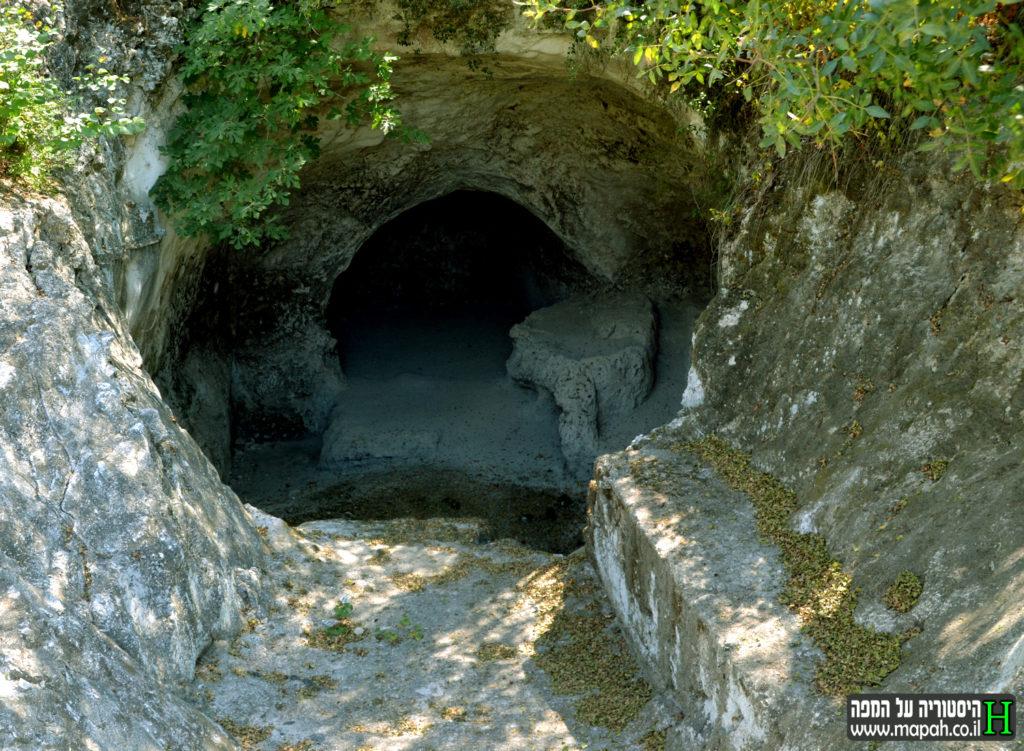 המערת קבורה שהוסבה לבור אגירת מים גדול - צילום: אפי אליאן