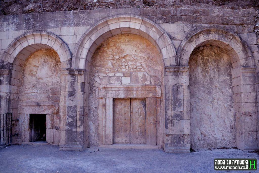 שערי הכניסה לקברו של רבי יהודה הנשיא בבית שערים - צילום: אפי אליאן