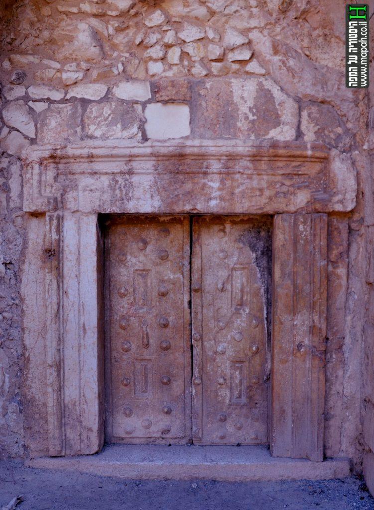 הדלת הכפולה תחת הקשת המרכזית בקברו של רבי יהודה הנשיא - צילום: אפי אליאן