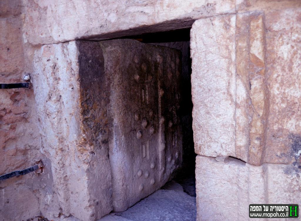 דלת הכניסה לקבר רבי שמעון הנשיא - צילום: אפי אליאן