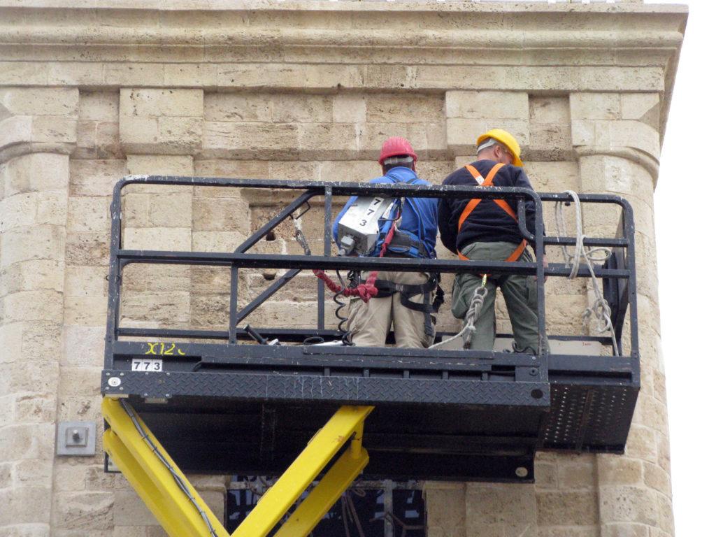 העבודות להחזרת חותם הסולטן למגדל. צילום-ניקי דוידוב