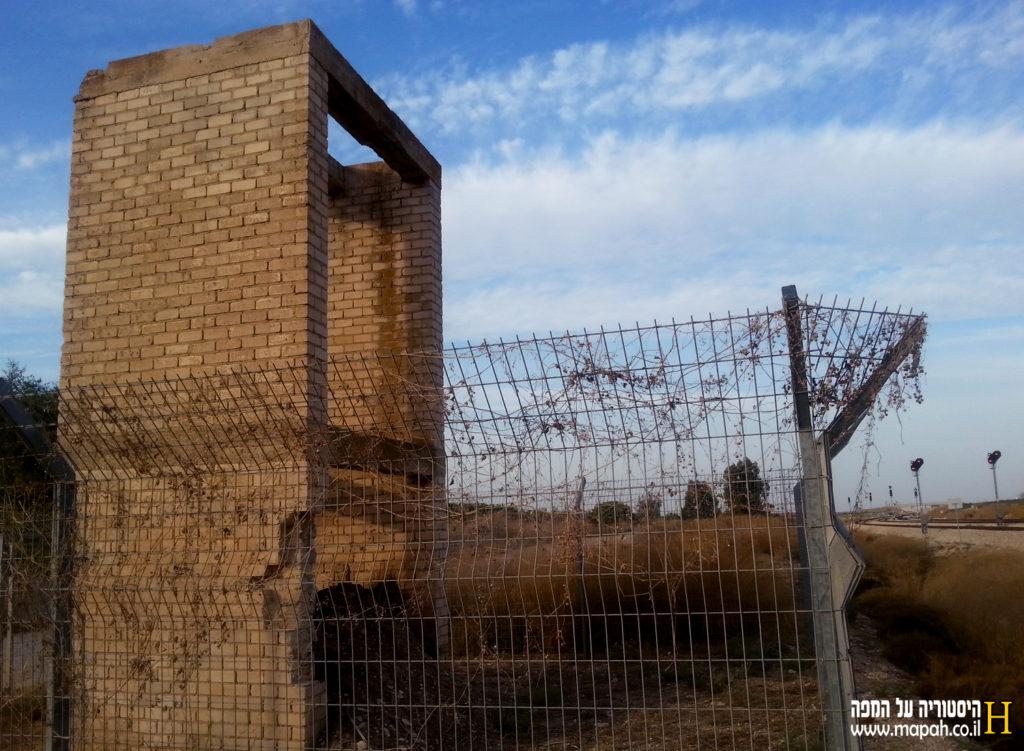 רגלי מגדל המים בתחנת הרכבת נען - צילום: אפי אליאן