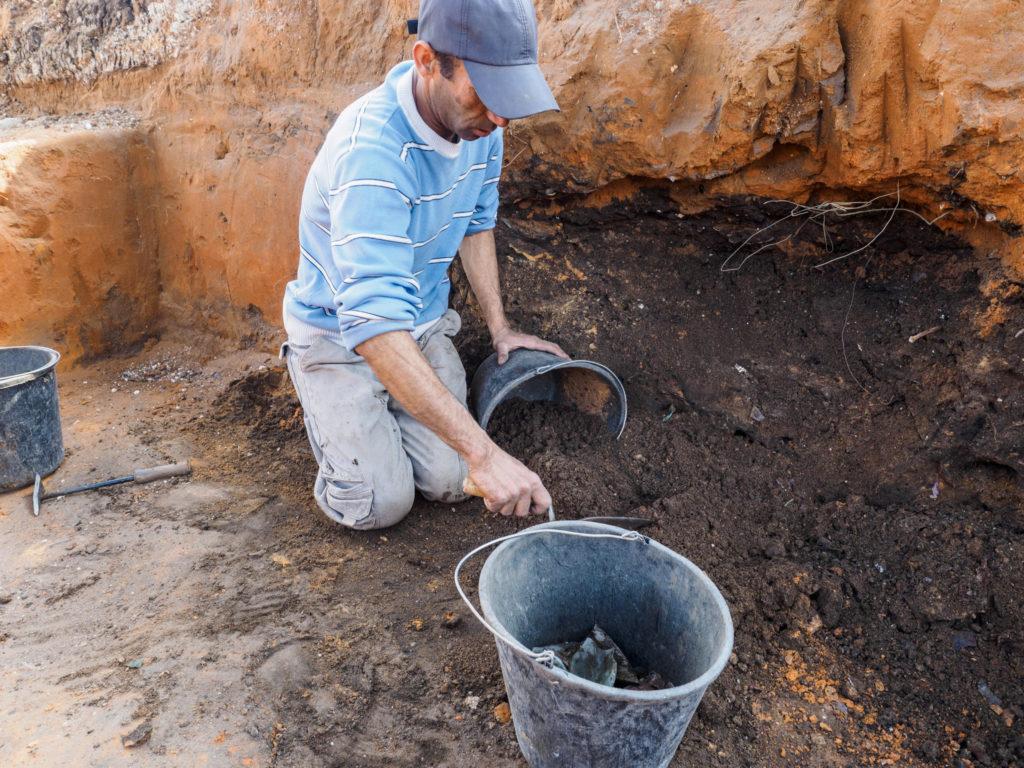 חפירת בור האשפה, צילום אסף פרץ