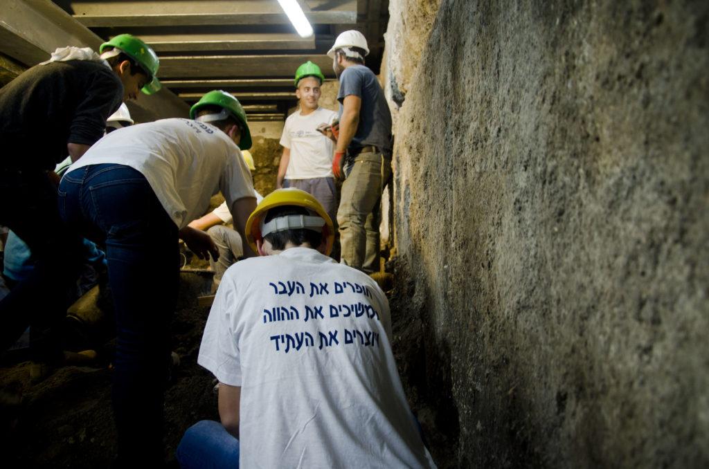 תלמידים מרחבי הארץ השתתפו בחפירת קשת וילסון. צילום: יניב ברמן