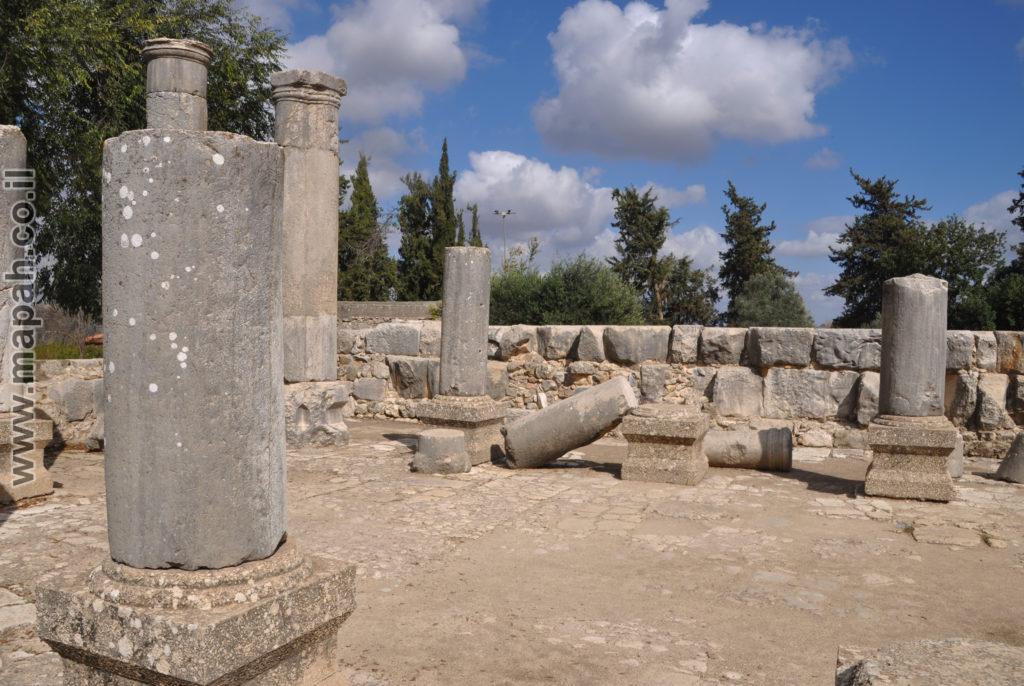 פנים בית הכנסת הגדול ברעם - צילום: אפי אליאן