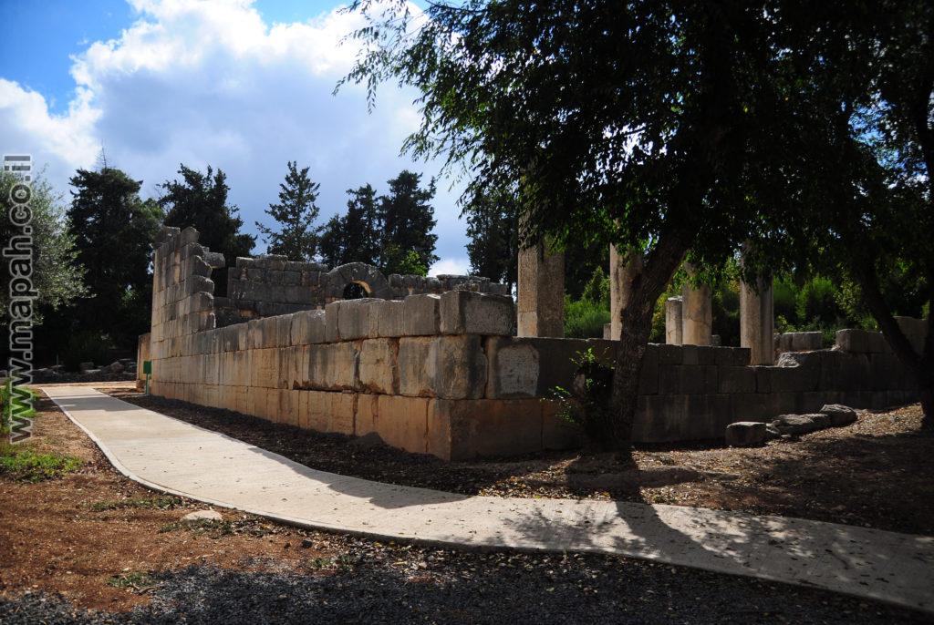 דופן אחורית ימנית של בית הכנסת הגדול ברעם - צילום: אפי אליאן