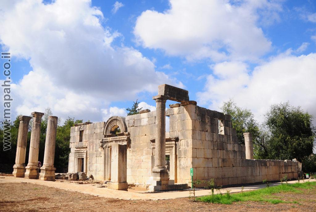 בית הכנסת העתיק בגן הלאומי ברעם - צילום: אפי אליאן