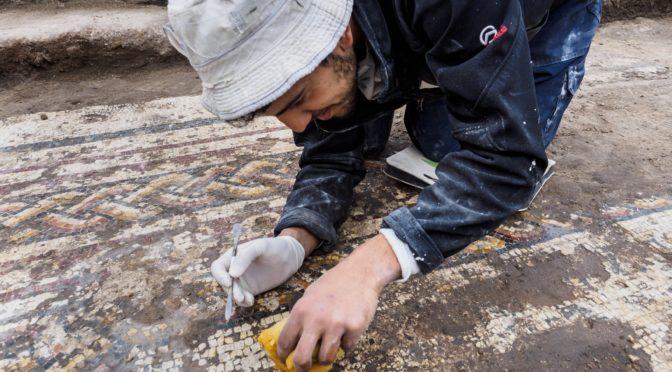 פסיפס רומי כבן 1800 שנה נחשף חפירות הגן הלאומי קיסריה
