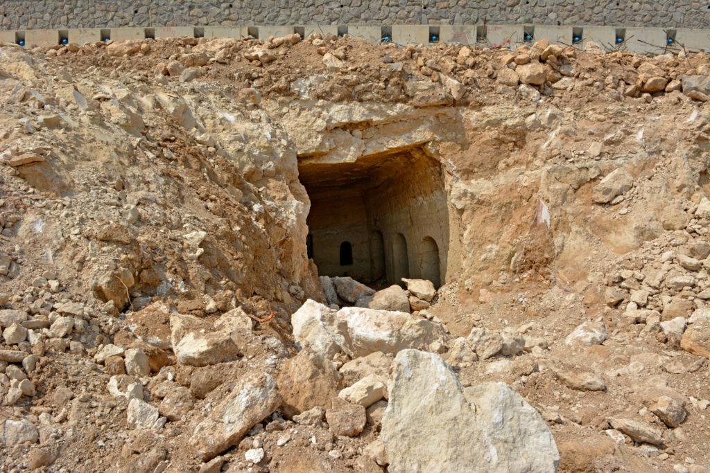 חצר מערכת הקבורה בעיר טבריה