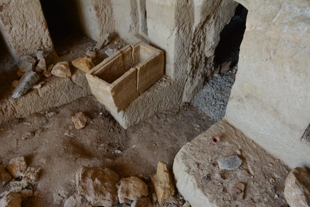 הכניסה לחדר המשני במערכת הקבורה בטבריה
